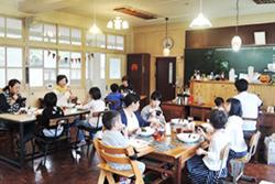 たか森カフェで食事